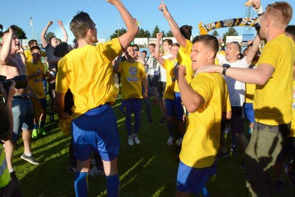 Košičania vyhrali druhú ligu, svoj osud však ešte nepoznajú. Hráči FC VSS si svoju úlohu splnili, ale všetko má vrukách vedenie klubu.
