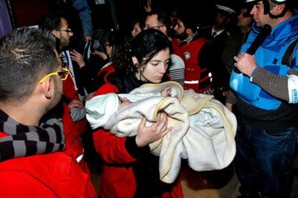Evakuácia ľudí z Homsu.