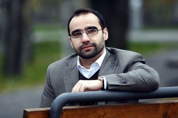 Balázs Jarábik  je medzinárodne uznávaný analytik a špecialista na medzinárodný rozvoj a východné partnerstvo. V Kyjeve žil a pracoval takmer šesť rokov. Momentálne robí analýzy pre Central European Policy Institute (CEPI).