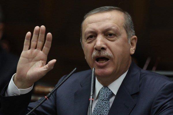 Turecký premiér Recep Erdogan podľa nahrávky so synom diskutoval, kam ukryť veľkú sumu peňazí.