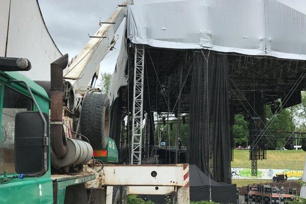 Pódium v Amfiku tesne po zrušení koncertu Elán.