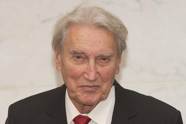 Spisovateľ Anton Hykisch.