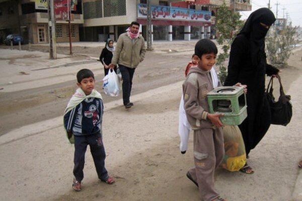 Obyvatelia opúšťajú svoje domovy vo Falúdži.