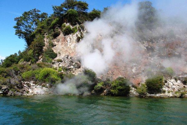 Pobrežie jazera Rotomahana.