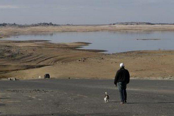 Vodné nádrže a hladiny riek dosahujú rekordné minimá.