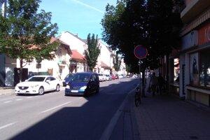 Teplická ulica v Piešťanoch.