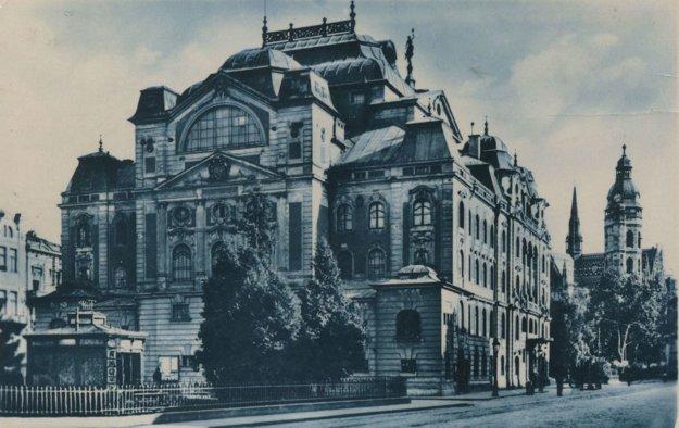 Budova dnešného Štátneho divadla v 30. rokoch 20. stor.