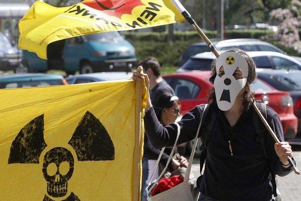 Ekologickým aktivistom sa nukleárna elektráreň v Poľsku nepáči.