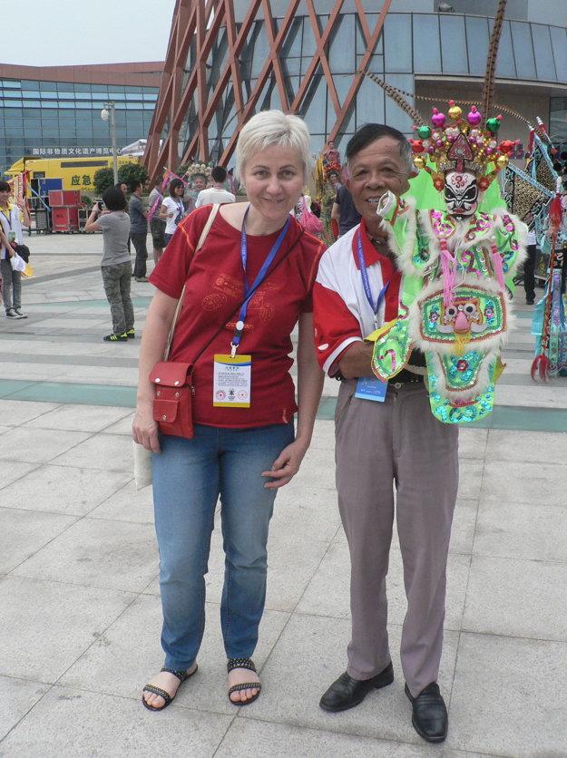 Rúth Dolanová na 21. svetovom kongrese bábkarskej organizácie UNIMA v Číne.