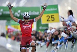 Simon Špilak sa raduje z víťazstva v siedmej etape Okolo Švajčiarska.