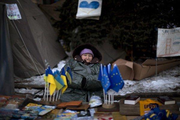 Ukrajinci čakajú na humanitárnu pomoc z Poľska.