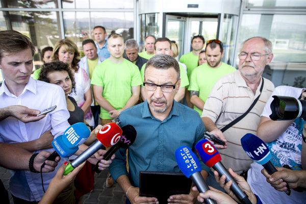 Predseda odborov vo Volkswagene Zoroslav Smolinský v pondelok informoval, že s vedením sa ani na dvanásty pokus nedohodli.