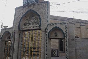 Vstup do mešity al-Núrí, v ktorej v roku 2014 abú Bakr Bagdádí vyhlásil kalifát