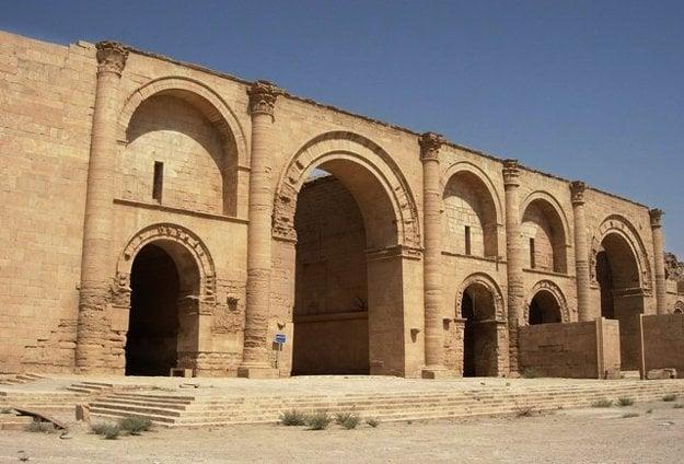 Chrám boha slnka Šamaša v Hatre takisto zničili islamisti. Fotografia je z roku 2005.