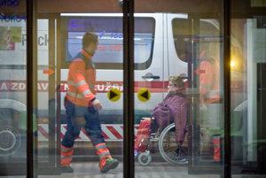 Záchranky v máji najviac zasahovali v pondelok večer o ôsmej. (ilustračná snímka)