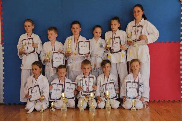Pretekári z Karate klubu Kumade Topoľčany.