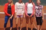 Družstvo dorasteniek TC Topoľčany: zľava Monika Bursová, Lucia Čanigová, Ema Dičérová, Nina Kyseľová.