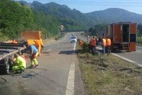 Práca na ceste pokračovali aj ráno.