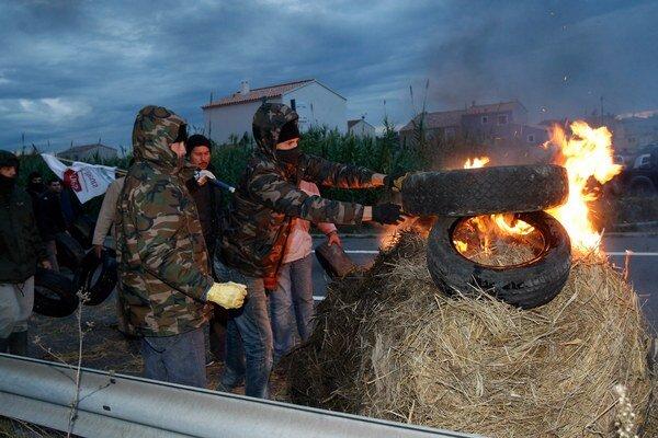 Farmári protestujú na juhu Francúzska.
