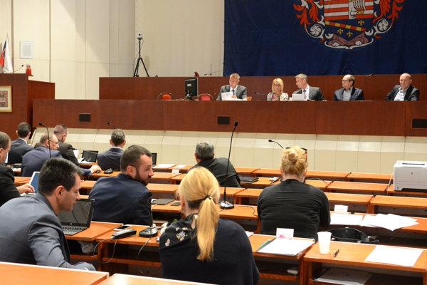 Mestské zastupiteľstvo. Predseda NKÚ Karol Mitrík uložil vedeniu mesta povinnosť prerokovať výsledky kontroly a prijaté opatrenia mesta k zisteným nedostatkom na najbližšom rokovaní poslancov po právoplatnosti verdiktu súdu.