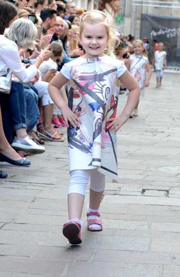 Šaty z kresieb, Vytvorili ich módne návrhárky z kidlabu Jany Polak.