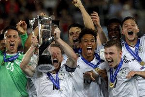 Nemeckí mladíci sa radujú z titulu majstrov Európy.
