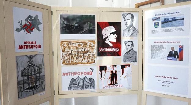 Výstavné panely tvorili ajilustrácie študentov grafického dizajnu.