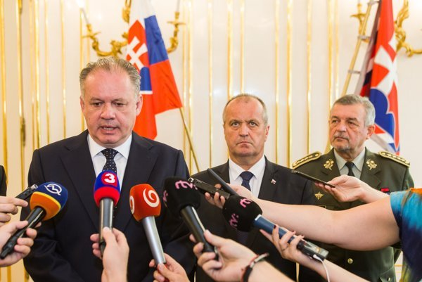 Prezident Andrej Kiska (vľavo) a minister obrany Peter Gajdoš.