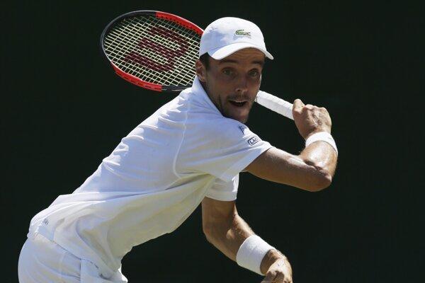 Španielsky tenista Roberto Bautista Agut sa prebojoval do 3. kola dvojhry na grandslamovom turnaji vo Wimbledone.