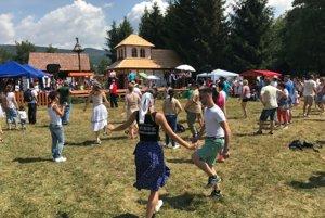 Na slávnostiach sa môžete naučiť aj tancovať.