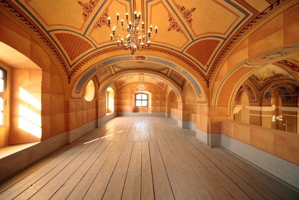 Vynovená historická stavba. Vzhľad synagógy zostal zachovaný z čias jej výstavby.