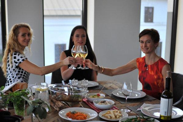 Vladimíra (vpravo) s priateľkami z projektu Nesladím
