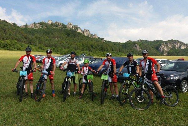 Cyklisti zvládli náročnú 34km trať.