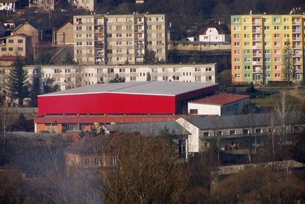 Zimný štadión. Obnoviť ho chcú do septembra.