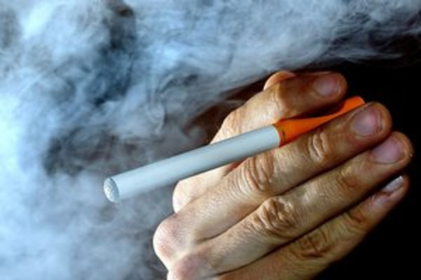 V budúcnosti sa zrejme k elektronickým cigaretám dostanete ťažšie.