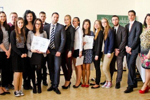 Účastníci súťaže Mladý podnikateľ v Obchodnej akadémii v Prievidzi.