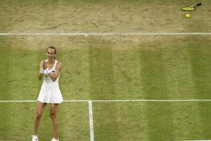 Slovenská tenistka Magdaléna Rybáriková oslavuje po jej výhre nad Američankou Coco Vandewegheovou.