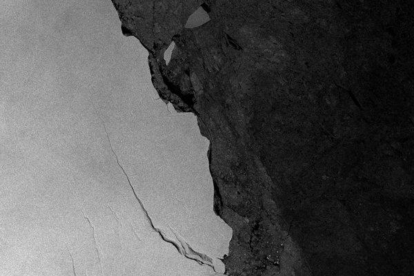 Trhliva v pobrežnej ľadovej oblasti známa ako Larsen C.