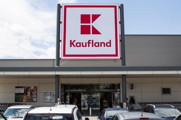 Nové logo Kauflandu. Zmizli z neho čiary, orámovanie, mierne sa upravil typ písma a je vzdušnejšie.