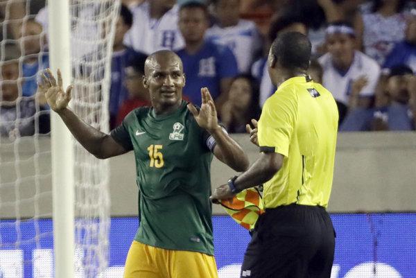 Florent Malouda zasiahol do zápasu neoprávnene.