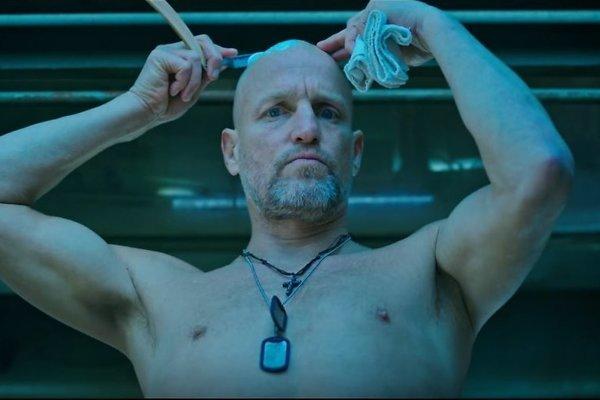 Vojna o planétu opíc. Woody Harrelson ako vodca posledných ľudí.