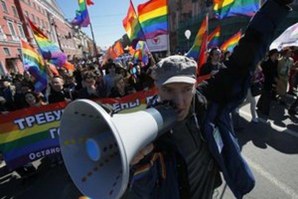 Aktivisti za práva homosexuálov vyšli do ulíc Moskvy aj na Prvého mája.