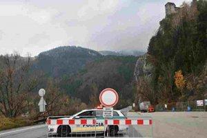 Policajti uvoľnia cestu v sobotu na poludnie.
