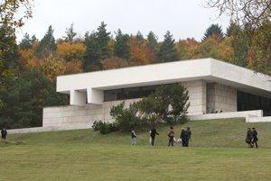 Krematórium v Banskej Bystrici je dielo architekta Igora Teplana.