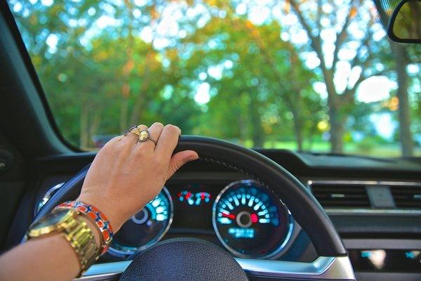 Ľudská chyba spôsobuje najmenej 9 z 10 dopravných nehôd.