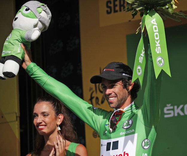 Austrálčan Michael Matthews (Sunweb) v zelenom drese lídra bodovacej súťaže na pódiu po 17. etape cyklistických pretekov Tour de France.
