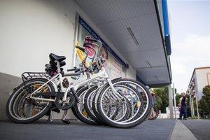Ľudia si budú môcť bicykle zamknúť v nových cyklostojanoch.