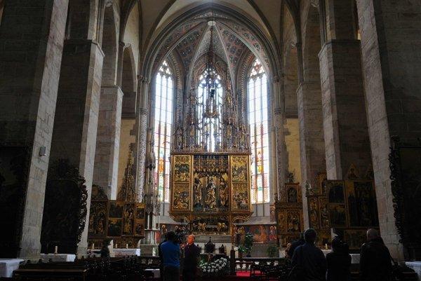 Zreštaurovaný najvyšší gotický oltár na svete z dielne Majstra Jána Pavla z Levoče v Chráme sv. Jakuba v Levoči.