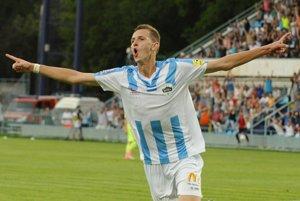 Filip Balaj sa teší zo svojho gólu.