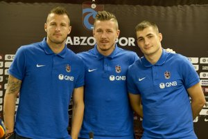 Zľava Ján Ďurica, Juraj Kucka a Matúš Bero. Všetci hráči tureckého Trabzonsporu.